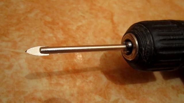 Простое изобретение! Способ как закрепить в гипсокартон сквозь плитку дюбель. Чем сверлить плитку - LALAMASTER.RU