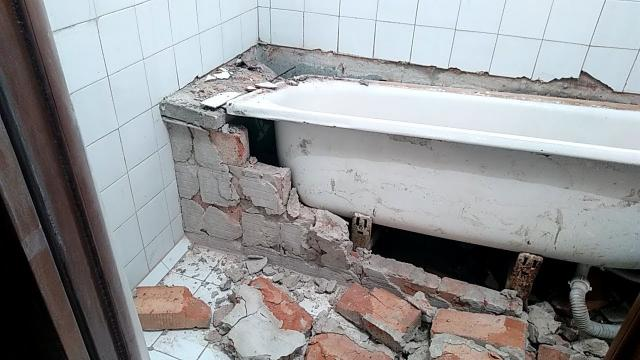 Ужасы ремонта при демонтаже старого барахла в ванной комнате перед укладкой плитки - LALAMASTER.RU