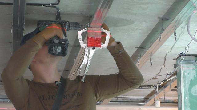 Как выставить профиля по уровню на потолке? Самый простой способ. Сумка монтажника - LALAMASTER.RU