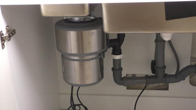 Измельчитель пищевых отходов (диспоузер) для раковины на кухне - LALAMASTER.RU